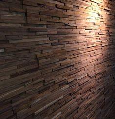 (Welbie Sanitair) Wall cladding. Hout om wand te bekleden, sfeervol en warm, voor woonkamer, haard, badkamer, toilet. Te leveren via www.welbie.nl