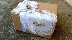 Packaging of gifts. Packaging of gifts in the paper. Decoration lavender. Lavender. Gifts. Wedding. The decoration for the wedding. Predvne young ladies.