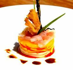 food presentation tips 1.Try stacking food with different colors and textures to create height and visual interest. 2. Follow the natural patterns of food whenever possible.