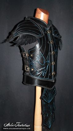 Leather feathers raven armor by AtelierFantastique on DeviantArt Arm Armor, Body Armor, Armor Clothing, Fantasy Weapons, Fantasy Armor, Fantasy Costumes, Medieval Armor, Medieval Fantasy, Cosplay Armor
