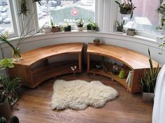 These bay window seating providing a place to rest and observe the world. You can get some different bay window seating styles that great for your home interior. Bay Window Benches, Window Seats, Window Desk, Curved Bench, Curved Wood, Curved Walls, Interior And Exterior, Interior Design, Design Design