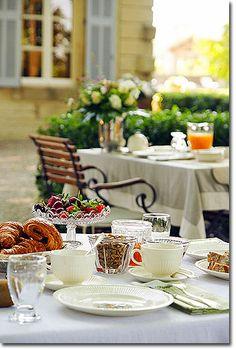 Breakfast al fresco... actually I just love eating outdoors regardless <3
