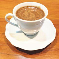 Hoje vamos passar a receita do famoso Cappuccino com Ovomaltine da loja Annik! Ingredientes: 1 lata de Leite Ninho 250g de Ovomaltine 2 caixinhas de Chanti-Neve 3 colheres de sopa de Nescau 1 colher de chá de bicarbonato de sódio 50g de Nescafé Matinal triturado Modo de preparo: Misture todos os ingredientes e coloque em um recipiente. Misture 3 colheres de chá em uma xícara de café com água quente.