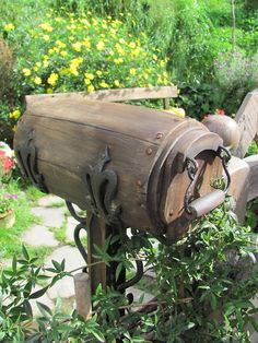 A Hobbit mailbox - wonder what the mail person would think about that for a mailbox?