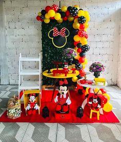 Linda festa no tema Minnie! Fiesta Mickey Mouse, Mickey Mouse Parties, Mickey Party, Minnie Mouse Balloons, Minnie Mouse Pink, Mickey Mouse Clubhouse Birthday, Mickey Mouse Birthday, Mini E, Mickey Mouse Decorations