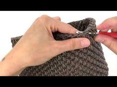 TUTORIAL PUNTI UNCINETTO - PUNTO CANESTRO ALLUNGATO DOPPIO - YouTube Crochet Stitches, Knit Crochet, Crochet Patterns, Crochet Hats, Macrame Bag, Crochet Handbags, Diy Arts And Crafts, Crochet Animals, Handmade Bags