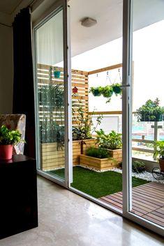 Small Balcony Furniture and Decor Ideas (19)