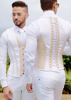 ✔️ This luxurious piece is designed for the stylish, fashionable, bold people and for those who are not… African Wear Styles For Men, African Shirts For Men, African Dresses Men, African Attire For Men, African Clothing For Men, African Style, African Women, Nigerian Men Fashion, Indian Men Fashion
