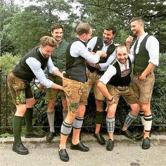 Bayerische Lederhosen und Kerle drin! Betonung liegt auf Kerle! Keinesfalls Minderjährige! Verschont mich bitte mit damit! Ach ja, eher so ab 18! Fast alles Fundbilder aus dem Netz. Zufällig deins dabei? Kurze Nachricht - und ich lösche es. German Men, Sports Uniforms, Men In Uniform, Work Attire, Bearded Men, Traditional Dresses, Women Wear, Mens Fashion, Guy Stuff