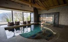 Le #Spa des #Trésoms : Bassin de #balnéothérapie avec 11 stations de #massage et une vue magnifique sur le lac d' #Annecy
