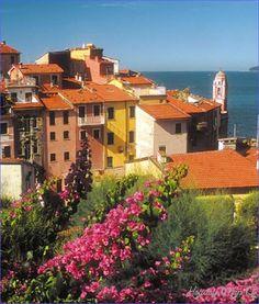 The Riviera di Levante and the Cinque Terre - http://holidaymapq.com/riviera-di-levante-cinque-terre.html