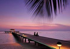 Royal Island #Malediwy - hotelowy pomost. #Romantyczne i #egzotyczne #wakacje w raju z Bon Voyage do -40%.