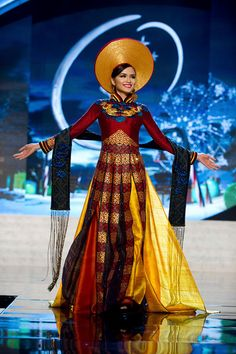 MIss Universe National Costumes 2012  MIss Vietnam