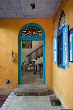 Architect Chelvadurai Anjalendran's Crooked House makes use of an eye-catching color palette.
