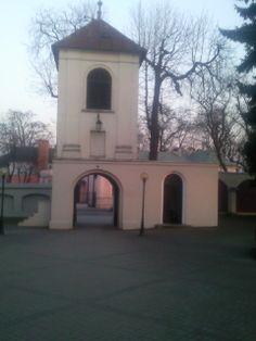 Dzwonnica z XVIII w .  oo.Franciszkanie Radomsko