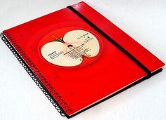 THE-BEATLES-1962-1966-RED-VINYL-upcycling-Notizbuch-Vinyl-Record-Schallplatte