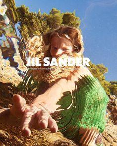 Mario Sorrenti lends his stroke of genius to the Jil Sander Spring Summer 2018 campaign. Fashion Tape, Fashion Shoot, Fashion News, Ad Fashion, Editorial Fashion, Fashion Brands, Luxury Fashion, Branding, Larissa Hofmann