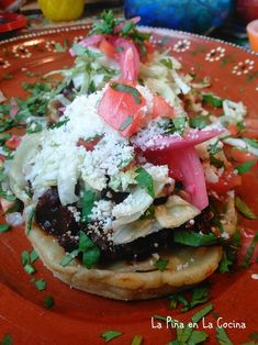Sopes de Chorizo con Papa (Potato and Mexican Chorizo Sopes) Mexican Sopes, Mexican Chorizo, Mexican Cooking, Mexican Food Recipes, Sopes Recipe, Mexican Main Dishes, Papa Recipe, Chorizo And Potato, Split Pea Soup Recipe