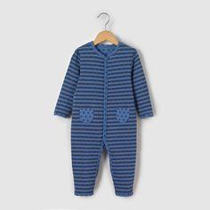 Pyjama in jersey 0 mnd-3 jr R mini : prijs, mening en score, levering. Pyjama in jersey. Gestreepte buitenzijde, sterrenmotiefjes aan de binnenzijde. Stervormige zakken. Contrasterend biesje aan de hals, knooppatje, mouwen en onderaan de pijpen. Drukknoopsluiting vooraan en onderaan de pijpen. Zuiver katoenMerk : R miniOnderhoud :Averechts wassen en strijkenWassen op 40° met bijpassende kleurenDroogtrommel op gematigde temperatuurStrijken op gematigde temperatuur