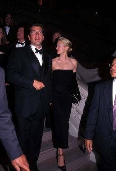 Photos of Style Icon Carolyn Bessette Kennedy John Kennedy Jr, Carolyn Bessette Kennedy, Jfk Jr, Carolyn Bessette Wedding Dress, John Junior, Casual Fall Outfits, Classy Women, New Wave, Westminster