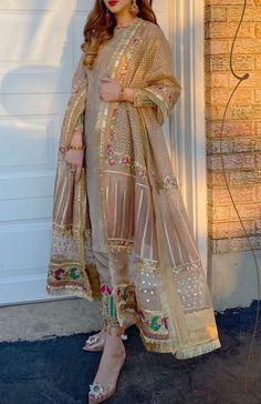 Beautiful Pakistani Dresses, Pakistani Formal Dresses, Party Wear Indian Dresses, Pakistani Fashion Party Wear, Pakistani Wedding Outfits, Designer Party Wear Dresses, Dress Indian Style, Indian Fashion Dresses, Pakistani Dress Design