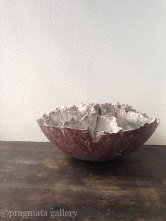 Coquillage, inspired from seashells and other sea creatures, large sectioned bowl, grés stoneware by Sabine Pagliarulo.  シェル、海の生き物からインスピレーション貰って、ザビーネ パリャルロさんの大きいボウルです。
