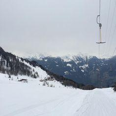 Primeiro esquiando sem tombos: check ✔️ #gerlos #viagemjovem #austria #esquiandonaaustria #ski #skifahren #tirol Austria, Skiing, Snow, Outdoor, Road Maps, Destinations, Ski, Outdoors, Outdoor Games