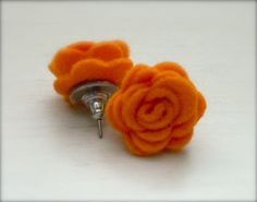 Items similar to Pumpkin Orange Felt Flower Post Earrings, Flower Earrings, Orange, Jewelry on Etsy Felt Necklace, Fabric Necklace, Diy Necklace, Textile Jewelry, Fabric Jewelry, Jewellery, Diy Earrings, Flower Earrings, Felt Crown