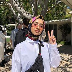 Anisa Stoffel (@indoanisa) • Photos et vidéos Instagram Hijab Fashion Summer, Street Hijab Fashion, Modest Fashion, Retro Outfits, Chic Outfits, New Outfits, Fashion Outfits, Niqab, Plus Size Grunge
