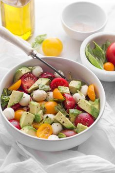 This Avocado Caprese Salad is summer in a bowl! Use only the freshest tomatoes and basil to add tons of flavor to this healthy lunch.