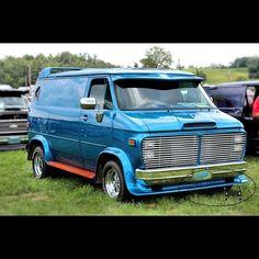 """""""Loveshack"""" custom 70's show van"""