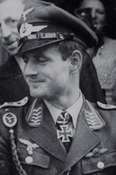 Oberfeldwebel Hans Stechmann (1918-1994), Ritterkreuz 04.09.1941 als Oberfeldwebel und Flugzeugführer in der 9./Jagdgeschwader 3 ✠ 33 Luftsiege, ca. 400 Feindflüge. Ab Mai 1944 Einflieger bei den Dornier-Werken.
