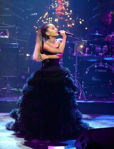 Ariana Grande Performance