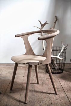 Furniture Piece // Chair in wood Cute Furniture, Wooden Furniture, Furniture Design, Wooden Chairs, Furniture Removal, Furniture Stores, Luxury Furniture, Into The Woods, Furniture Inspiration