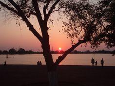 Un atardecer tranquilo en la Laguna del Nainari.
