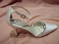Vintage Bridal off white fabric ladies heel  8M shoe by calla318, $29.00