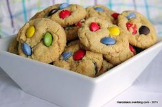 Cookies aux smarties via Best Chocolate Chip Cookies Recipe, Chocolate Cookies, Soft Snickerdoodle Cookies, Cookies Soft, Snicker Doodle Cookies, Banana Chips, Gluten Free Cookies, Cookies Et Biscuits, Creative Food
