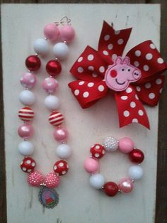 Items similar to PEPPA PIG Inspired - JellyBead Collections - photo prop - girls chunky necklace and bow on Etsy Little Girl Jewelry, Kids Jewelry, Jewelry Making, Chunky Bead Necklaces, Chunky Beads, Peppa Pig, Diy Hair Accessories, Handmade Accessories, Girls Necklaces