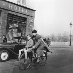 PARIS 1953 - Photo: Robert Doisneau