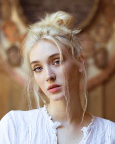 Read Personajes from the story La Segunda Luna by BtsMeencanta (Karl_Zah) with 40 reads. Modelo Albino, Female Character Inspiration, Mi Long, Woman Face, Pretty Face, Pretty People, Portrait Photography, Hairstyle, Poses