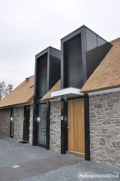 A Cottage with the siding stones in Nederland. This is increasingly being applied. Architecture Extension, Architecture Details, Interior Architecture, Residential Architecture, Facade Design, Exterior Design, Building Design, Building A House, Roof Extension