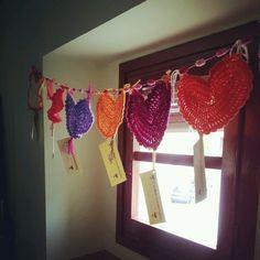 Guirnalda de corazones tejidos en Fuentepiñel