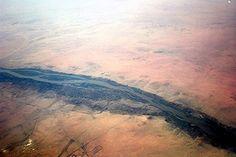 Fleuve emblématique de l'Egypte, le Nil traverse en tout 7 pays d'Afrique, dont la Tanzanie, le Soudan et l'Ethiopie, entre autres. De sa source dans le lac Victoria à son delta sur la Méditerranée, il parcourt plus de 6 500 km ; ce qui en fait le plus long fleuve du monde, juste devant l'Amazone en Amérique du Sud.  ©  Charles Costa