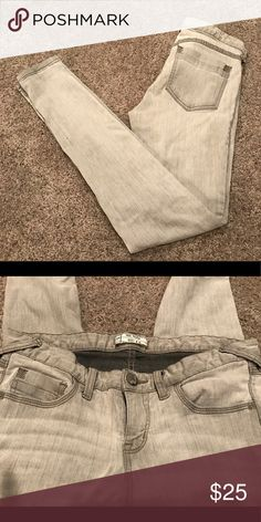 "Free People gray skinny stretch jeans.  Size 29 Cute stretchy skinny jeans on a perfect grey color.  Free People, 30"" inseam.  Size 29, but run snug. Free People Jeans Skinny"