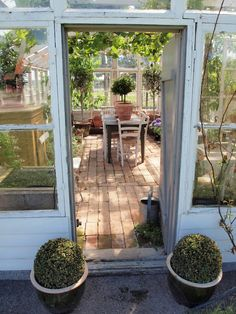 Need ideas for a winter garden in your home? You do not worry at all. We thought for you and a winter garden home decor have made the application.If you want to spend the winter in the a green in, an Outdoor Rooms, Outdoor Gardens, Outdoor Living, Outdoor Decor, Greenhouse Shed, Greenhouse Gardening, Garden Cottage, Home And Garden, Brick Flooring