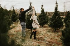 Couples tree farm session 🎄 So sweet. Christmas Tree Farm, White Christmas, Couple Christmas Cards, Family Christmas Pictures, Winter Couple Pictures, Christmas Engagement Photos, Christmas Pics, Family Photos, Xmas