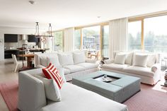 Contemporary living room designed by Carden Cunietti
