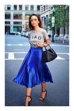 30 Simple Pleated Skirt Outfit 30 Simple Pleated Skirt Outfit Blue Pleated Skirt Street Style Outfit The post 30 Simple Pleated Skirt Outfit appeared first on New Ideas. Fashion Mode, Look Fashion, Skirt Fashion, Autumn Fashion, Fashion Trends, Blue Fashion, Classic Fashion Outfits, Street Fashion, Korean Fashion