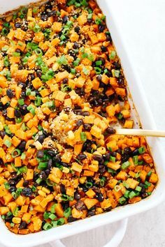 Sweet Potato & Black Bean Quinoa Bake - Eat Yourself Skinny - - This Sweet Potato & Black Bean Quinoa Bake is healthy and delicious with all your favorite Mexican flavors easily baked together in a single casserole dish! Mexican Food Recipes, Whole Food Recipes, Cooking Recipes, Healthy Recipes, Dog Recipes, Beef Recipes, Healthy Casserole Recipes, Quinoa Recipes Easy, Recipies