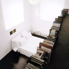 WHITE+BLACK/BOOKS